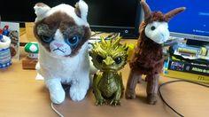 Grumpy LDLC et ses amis : le dragon Smaug et Jupiter le lama