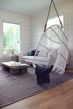 Koti kolmelle - Sisustus & Lifestyle Swedish Cottage, Cozy Cottage, Cozy House, House Lift, Hanging Hammock Chair, Cottage Interiors, Cottage Design, Log Homes, Beautiful Interiors