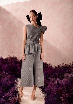 Classy Dress, Classy Outfits, Pretty Outfits, Stylish Outfits, Abaya Fashion, Fashion Pants, Fashion Dresses, Essentiels Mode, Creation Couture