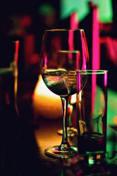 More and more wedding couples serve a signature wedding cocktail as a welcome drink. Check with your venue if they will allow you to serve your own mix and prepare it a day or so before or ask somebody to do it for you the morning of the wedding. White Wine, Red Wine, Unique Business Names, Wine Images, Alcoholic Drinks, Cocktails, Club Lighting, Order Wine Online, Welcome Drink