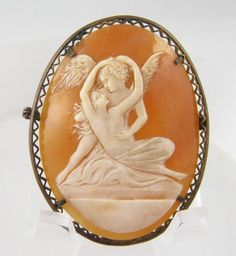 ANTIQUE GOLD FRAME CLASSICAL ANGEL WOMAN CARVED SHELL CAMEO BROOCH
