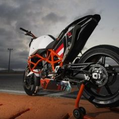 Riding a race bike is an art – a thing that you do because you feel something inside. Ktm 690, Ktm Duke, Valentino Rossi, Cars And Motorcycles, Dreaming Of You, Racing, Bike, Vehicles, Madness