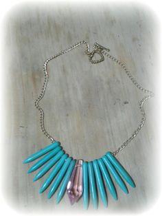 collar corto con turquesa reconstruida y cristal rosa