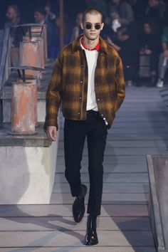 complete Ami Fall 2018 Menswear fashion show now on Vogue Runway.The complete Ami Fall 2018 Menswear fashion show now on Vogue Runway. Mens Fashion 2018, Stylish Mens Fashion, Latest Mens Fashion, Men's Fashion, Fashion Design, Fashion Boots, Fashionable Outfits, Fashion Menswear, Woman Fashion