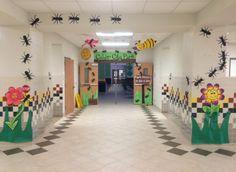 Ants crawling around stage 3rd Grade Classroom, Music Classroom, Future Classroom, School Play, School Fun, Art Bulletin Boards, Summer Camp Activities, Picnic Theme, Kindergarten Graduation