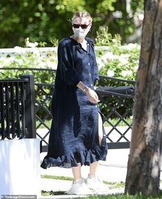 Navy Blue Dress Shirt, Shirt Dress, Dakota Fanning Style, Alexander Mcqueen Oversized Sneakers, Fanning Sisters, Best Sister, Summer Looks, In Hollywood, Star Fashion