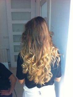 #Cabello con ondas, realizado por alumnas de #Tevian #Valencia para el #videoclip del grupo Skimoes.                 #hair #pelo #peluqueria #wavy #ombrehair #mechascalifornianas #longhair #hairideas