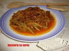 Mancare de fasole verde cu carnati - Bucataria cu noroc