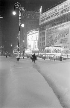 New+York+City+snowstorm,+1947.jpg 669×1,024 píxeles