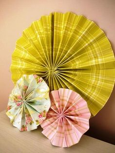 DIY Tutorial: Paper Pinwheels by Adore By Chloe - Boho Weddings™ Pinwheel Wedding, Diy Pinwheel, Pinwheel Tutorial, Boho Wedding, Wedding Blog, Diy Paper, Paper Crafts, Paper Pinwheels, Classroom Decor