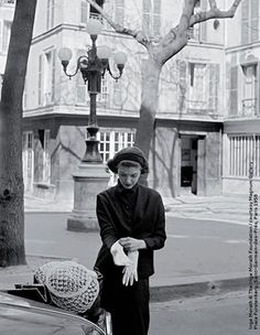 Inge Morath © The Inge Morath Foundation / Courtesy Magnum Gallery / Place Furstenberg. Saint-Germain-des-Prés, Paris 1958