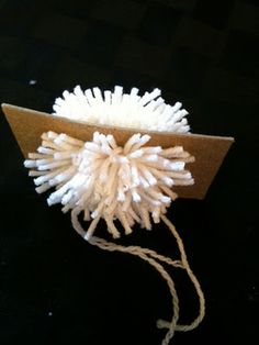 Tutorial on making Pompoms.  Need this for the pompoms on  my granddaughter's Tinkerbelle shoes!!!