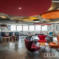 Assinado pelo escritório de arquitetura Arealis, projeto de interiores de sede de e-commerce especializado em vinhos preza pela convivência dos funcionários.
