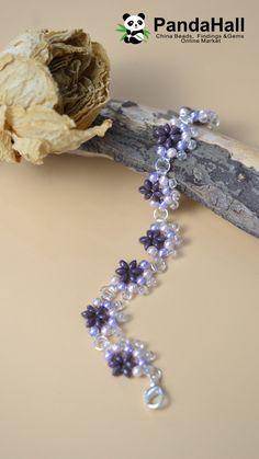 Tutorial on Purple Beads Flower Bracelet Beaded Flowers Patterns, Beaded Jewelry Patterns, Bracelet Patterns, Bracelets Diy, Jewelry Making Tutorials, Beading Tutorials, Bead Jewellery, Homemade Jewelry, Flower Bracelet