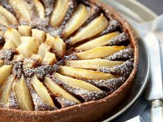 Discover recipes, home ideas, style inspiration and other ideas to try. Frangipane Recipes, Frangipane Tart, Elegant Desserts, Classic Desserts, Tart Recipes, Dessert Recipes, Butter Puff Pastry, Tart Dough, Pear Tart