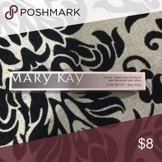 Mary Kay clear lip liner This is a new, still in original box, Mary Kay clear lip liner. Fast shipping from a smoke free home. Offers and questions welcome. Thank you for looking. Mary Kay Makeup Lip Liner