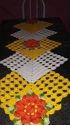Crochet Table Runner Pattern, Crochet Motif Patterns, Granny Square Crochet Pattern, Diy Crafts Crochet, Crochet Home, Crochet Projects, Lace Doilies, Crochet Doilies, Crochet Freetress