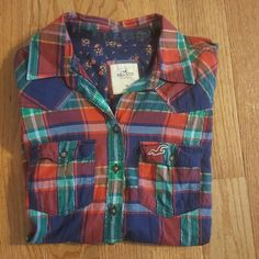 Hollister plaid top This red, navy blue, green, and silver plaid shirt is super cute! It is in great condition! Hollister Tops Button Down Shirts Hollister Tops, Red Green, Cool Style, Navy Blue, Super Cute, Button Down Shirt, Plaid, Jackets, Silver