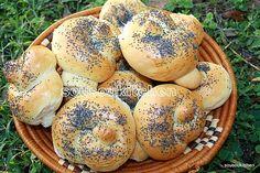 Poppy seed Knots / Pain Brioché aux Graines de Pavot-Sousoukitchen http://youtu.be/Gx6_ZqbNUMk