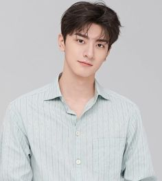 Cute Actors, Handsome Actors, Handsome Boys, Lee Jong Suk Shirtless, Chines Drama, Descendents Of The Sun, Kpop Hair, Cute Love Couple, Girl Photography Poses