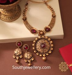 22 Carat gold antique necklace and earrings set studded with rubies by Manubhai Jewellers. Gold Earrings Designs, Necklace Designs, Collier Antique, Manubhai Jewellers, Antique Necklace, Gold Necklace, Necklace Set, Gold Diamond Earrings, Diamond Jewelry