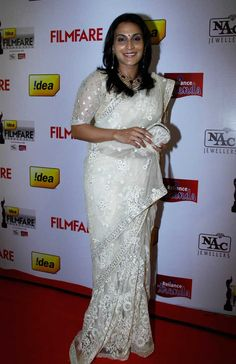 Dhanush's director-wife Aishwaryaa was elegant in a white sari at the 61st Idea Filmfare Awards South #Style #Kollywood #Tollywood #Fashion #Beauty