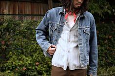 定番のLevi's70505。 ジャストサイズも良いけど、このくらいウォッシュされたモデルならちょっと肩を落とすくらいのラフなサイズ感も好き。  1960s Vintage 【Levi's】 70505 Big E Denim Jacket ¥18,000+tax  #vintage #levis #70505 #bige #denimjacket #wash #fade #work #fashion #style #リーバイス #デニムジャケット #ビッグe #ワークジャケット #ファッション #スタイル #古着
