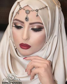 75 Inspiring Wedding Make Up Ideas with Arabic Style Tesettür Abiye Modelleri 2020 Hijabi Wedding, Muslim Wedding Dresses, Muslim Brides, Chic Wedding, Wedding Ideas, Dubai Fashionista, Hijab Fashionista, Hijab Elegante, Hijab Chic