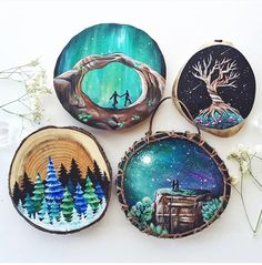 Galaxy paint on pieces of wood - ur bi - Galaxy paint on pieces of wood Galaxy paint on pieces of wood - Wood Slice Crafts, Wood Burning Crafts, Wood Burning Patterns, Wood Burning Art, Rock Crafts, Arts And Crafts, Galaxy Painting, Rock Painting Designs, Painted Ornaments