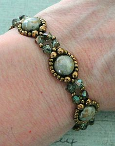 Linda's Crafty Inspirations: Bracelet of the Day: Bubble Bands - Chalk Lumi Green