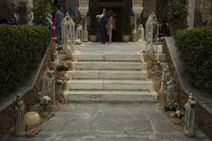 Vintage Ρομαντικός Στολισμός Γάμου. Εξαιρετική vintage διακόσμηση στο προαύλιο του Ιερού Ναού στην Αγία Μαρίνα στην Εκάλη. Wedding Decorations, Sidewalk, Stairs, Home Decor, Stairway, Decoration Home, Room Decor, Side Walkway, Wedding Decor