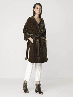 Valourie velvet coat in green hunter By Malene Birger – D'Adélia Green Coat, Malene Birger, Normcore, Velvet, Luxury, Stuff To Buy, Fall, Design, Fashion