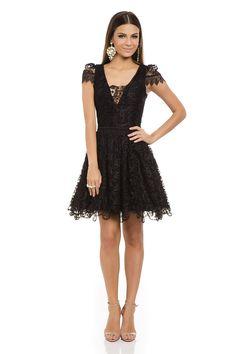 Vestido Curto Renda Rodado Preto - roupas-festas-vestido-curto-renda-rodado-preto Iorane