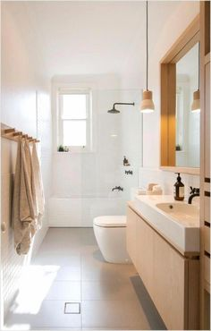 This modern bathroom design has remained classical by choosing to texturise with wood. Has it inspired you to choose a wood bathroom? Simple Bathroom Designs, Modern Bathroom Design, Bathroom Interior Design, Scandinavian Bathroom, Scandinavian Modern, Bathroom Renovations, Home Remodeling, Beautiful Small Bathrooms, Diy Bathroom Decor