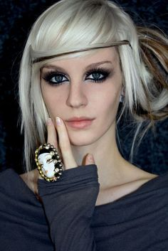 I wish I could make my hair this color. And have a use for that much makeup everyday.