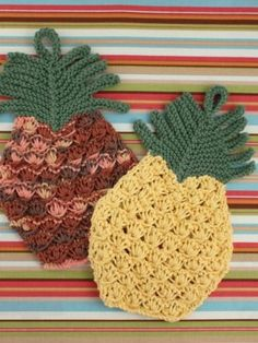 Hot Trend: Pineapples! Get the pattern for this summery knitted dishcloth here!
