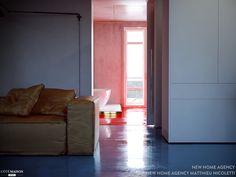 salon futuriste et kitsch pour un appartement de 90 m a lyon rnov pour un fan - Salon Moderne Etchaleureux