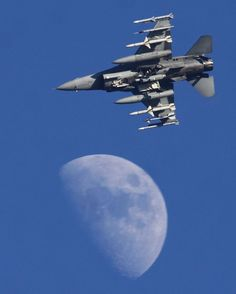 Fly me to the moon Follow me and my partners @airsuperiority @full_afterburner @tanks_ww2_to_present  @modern_day_armored_vehicles @superhornett @igtourguide  @experimental_aviation  @the_next_pilot and @air_military_power for more epic content!  Also dont forget to smack that like button and follow me for the support!  #America #Infidel #Like #Comment #Content #Enjoy #AVGeek #Aircraft #Airplane #AirForce #Navy #Awesome #Weapons #Follow #WWPWarriors by world_wide_planes_