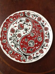 paint your own pottery Kbra Cehri 40 cm ini tabak Blue Pottery, Pottery Plates, Ceramic Pottery, Pottery Art, Turkish Art, Turkish Tiles, China Painting, Ceramic Painting, Art Du Collage
