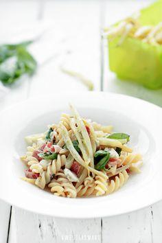 Makaron z fasolką szparagową, serem gorgonzola i szynką parmeńską - Przepis