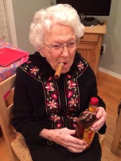 10 Things You Didn't Know About Fireball Whisky Fireball Whiskey, Women Smoking Cigars, The Golden Years, Chris Pratt, Weird Pictures, What You Think, Mood Pics, Funny People, Old Women
