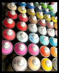 Everything I know about Spray Paint! A great Q & A on spray painting tips and tricks. Spray Paint Furniture, Furniture Makeover, Painted Furniture, Do It Yourself Baby, Do It Yourself Jewelry, Spray Painting, Painting Tips, Painting Plastic, Painting Art