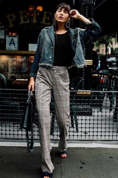 Printed trousers like this plaid pair are going to be a fall staple. We love how it's dressed down with these open-toe mules and distressed crop denim. Winter Outfits, Cool Outfits, Casual Outfits, Fashion Outfits, Womens Fashion, Plaid Outfits, Fashion Ideas, Street Style Looks, Street Style Women