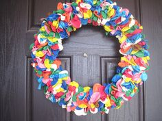 I love these balloon wreaths!