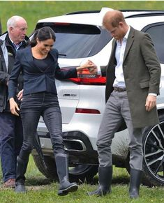 Meghan Markle and Prince Harry tour native bushland in Auckland Meghan Markle Prince Harry, Prince Harry And Megan, Harry And Meghan, Prinz Harry, Princess Meghan, Meghan Markle Style, Pregnant Wife, Royal Engagement, Looks Chic