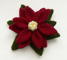 FREE PATTERN - Crochet poinsettias (Source : http://www.planetjune.com/blog/free-crochet-patterns/poinsettia/) #crochet #free #pattern #poinsettia #x-mas #christmas #flower