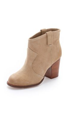 Splendid Lakota Suede Booties - size 8 in Nut would be a Splendid x-mas gift. Fall Booties, Suede Booties, Ankle Booties, Heel Boots, Botas Western, Western Boots, Women Oxford Shoes, Chunky Boots, Mid Calf Boots
