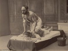 A nice, relaxing day at the spa. Century Russian style: Hilarious photos show how men trampled, pushed and pulled each other Self Massage, Face Massage, Good Massage, Albert Kahn, How To Massage Yourself, Massage Place, Pin Up, Pushes And Pulls, Jokes