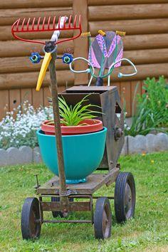 Google Image Result for http://www.gardenpics.com/gallery/data/535/Garden-Kart---Yard-Art.jpg