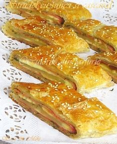 » Strudel cu sunca si cascavalCulorile din Farfurie Strudel, Pastry And Bakery, Ham, French Toast, Bacon, Food And Drink, Cooking Recipes, Breakfast, Sweet